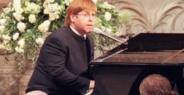 """ELTON JOHN PERFORMS AT PRINCESS DIANA'S FUNERAL...LON115:DIANA:LONDON,6SEP97 -  Pop singer Elton John sings a specialy rewritten version of   """"Candle in the Wind"""" at the funeral of Diana, Princess of Wales in  Westminster Abbey September 6.  The Princess was killed in a car crash in central Paris last week with Dodi Al-Fayed and their chauffeur.  hp/POOL/Photo by Jonny Eggitt    REUTERS"""